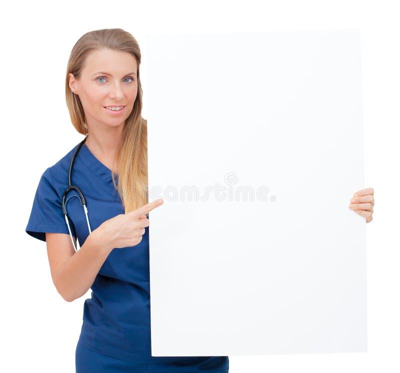 Enfermera/doctor que muestra la muestra en blanco del tablero. imagen de archivo libre de regalías