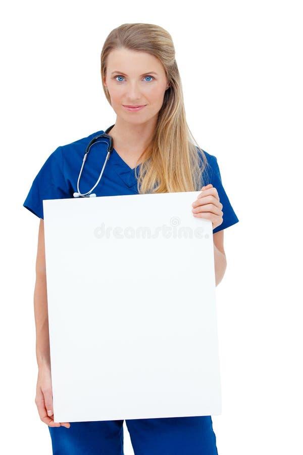 Enfermera/doctor que muestra la muestra en blanco del tablero. fotos de archivo libres de regalías
