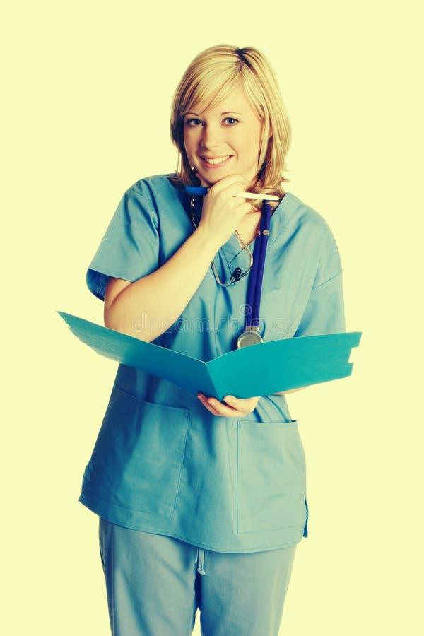 Enfermera Holding Folder imagenes de archivo