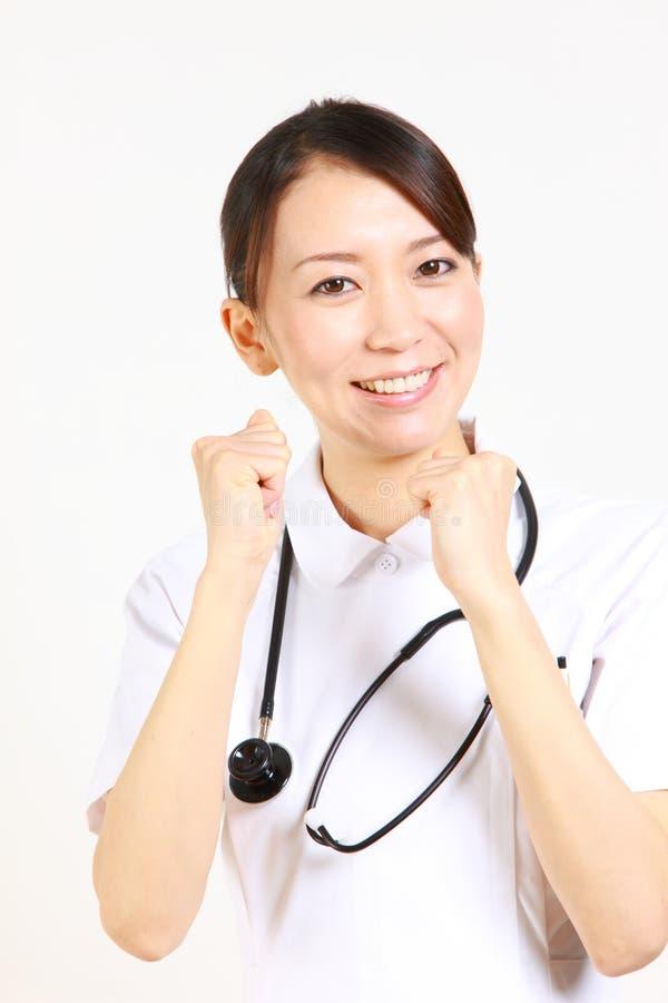 Enfermera joven entusiasta del japonés imagenes de archivo