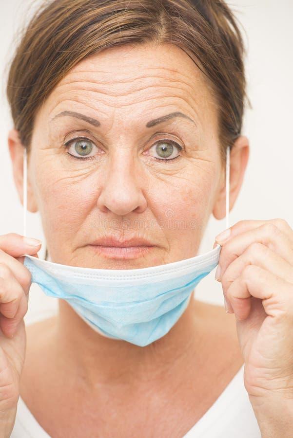 Enfermera médica del retrato con la máscara foto de archivo libre de regalías