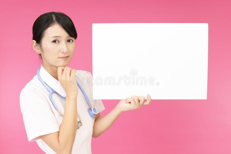 Enfermera preocupante imagenes de archivo