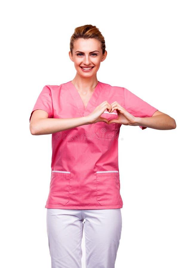 Enfermera que muestra la muestra del corazón en blanco fotografía de archivo