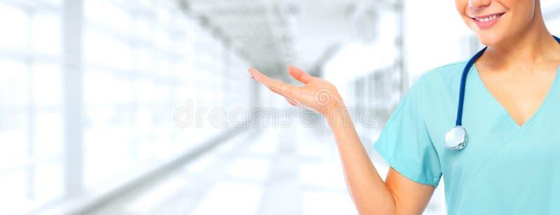 Enfermera que presenta un espacio de la copia imagen de archivo