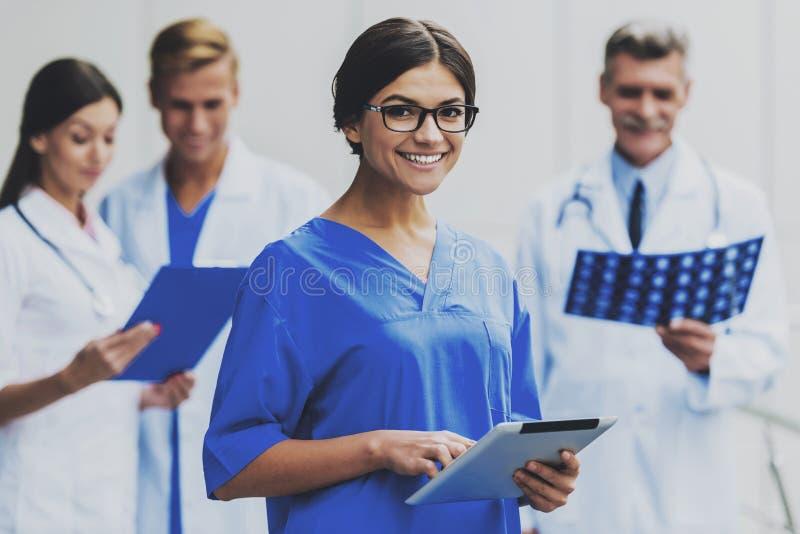 Enfermera sonriente Portrait de la mujer imágenes de archivo libres de regalías