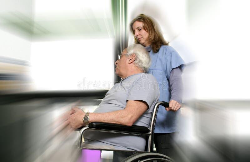 Enfermera y paciente imagenes de archivo
