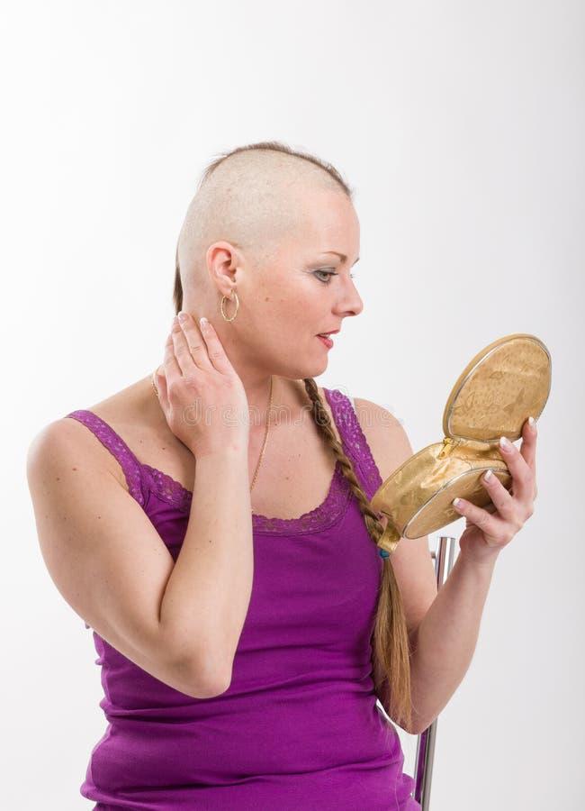 Enfermo de cáncer hermoso de la mujer imagenes de archivo