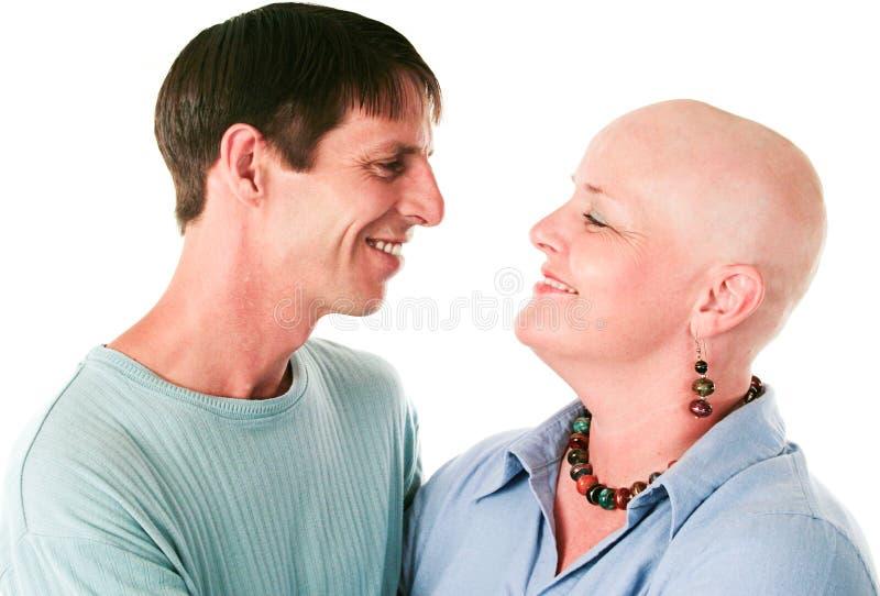 Enfermo de cáncer y marido en amor imagen de archivo