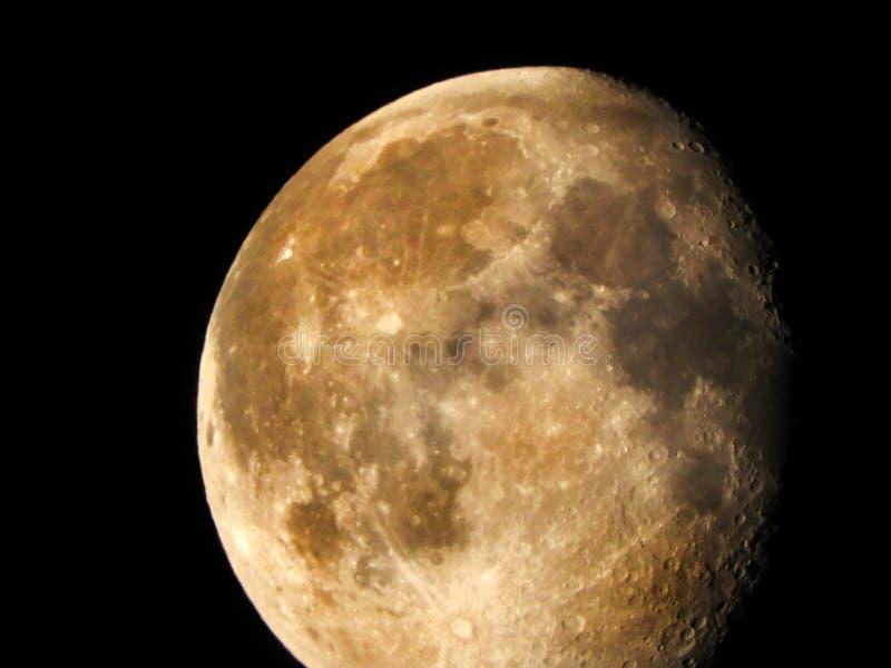 Enfraquecendo a fase Gibbous 85-92% da lua imagem de stock royalty free