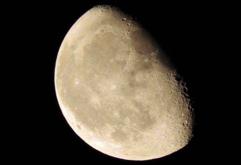 Enfraquecendo a fase Gibbous do close up da lua fotos de stock royalty free