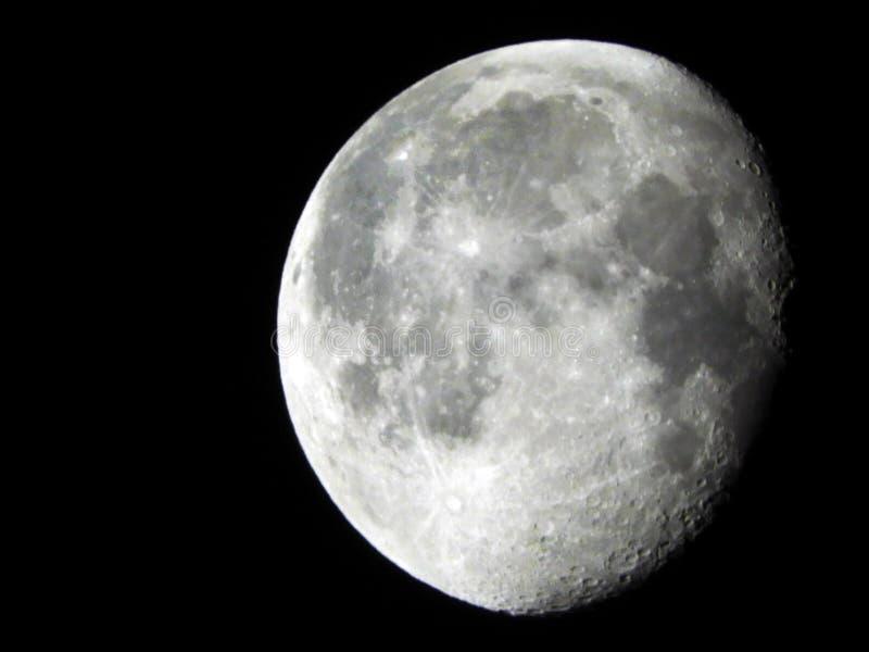Enfraquecer-se lunar da fase da lua Gibbous em 92% visível fotografia de stock royalty free