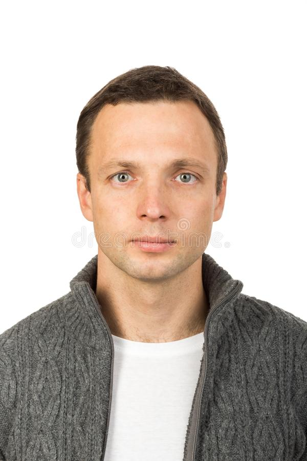 Enfrente o retrato do homem novo isolado no branco fotos de stock royalty free