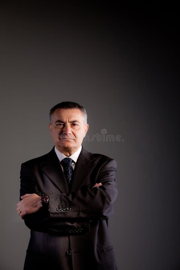 Engagement de vieil homme au grand succès photographie stock