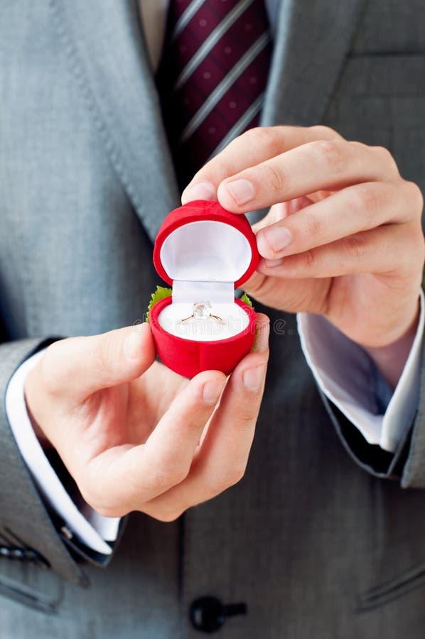 Engagement Ring In Hands photo libre de droits