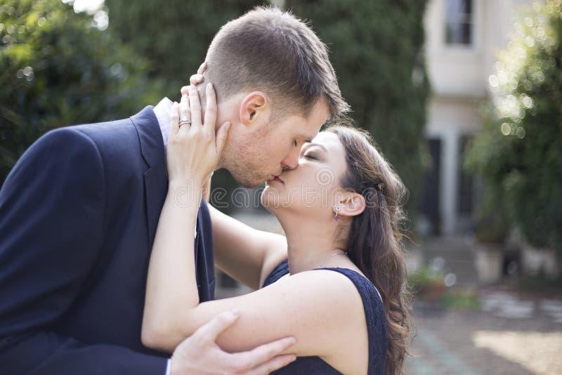 Engagierte Paare lizenzfreie stockfotografie