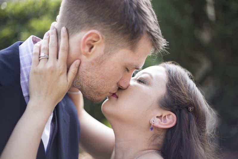 Engagierte Paare stockbild