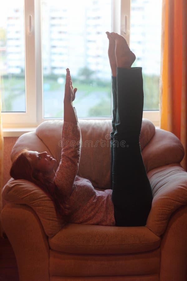 Enganar gordo alegre da menina Positivo do corpo fotografia de stock royalty free