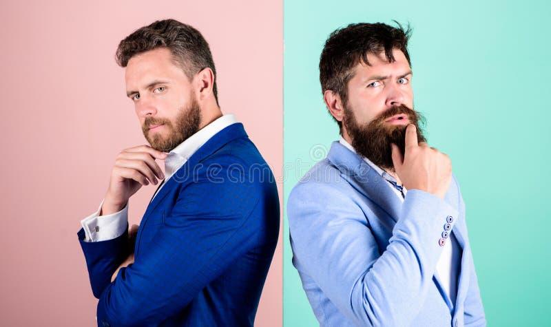 Engano do negócio Trabalho da equipe do negócio em resolver o problema Ponto de vista diferente Diferença da opinião fotografia de stock