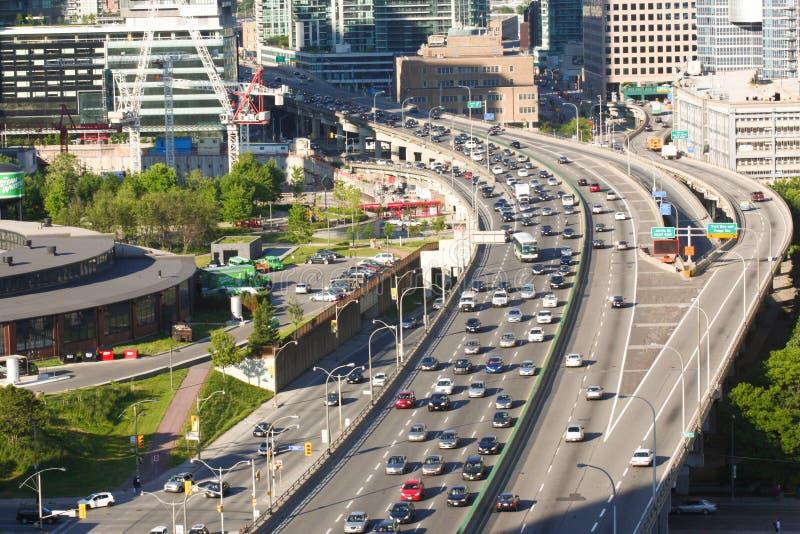 Engarrafamento de sentido único da estrada de Gardiner em Toronto Canadá fotografia de stock