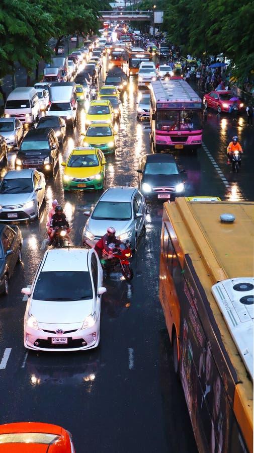 Engarrafamento e chuvoso em Banguecoque imagem de stock