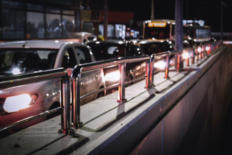 Engarrafamento na noite fotografia de stock