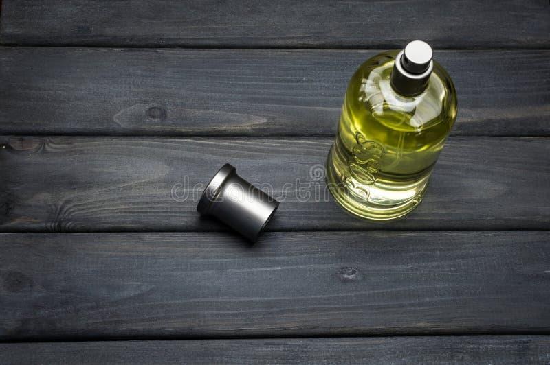 Engarrafe o pacote da fragrância cinzenta de Bottled do CHEFE para homens por Hugo Boss fotos de stock royalty free