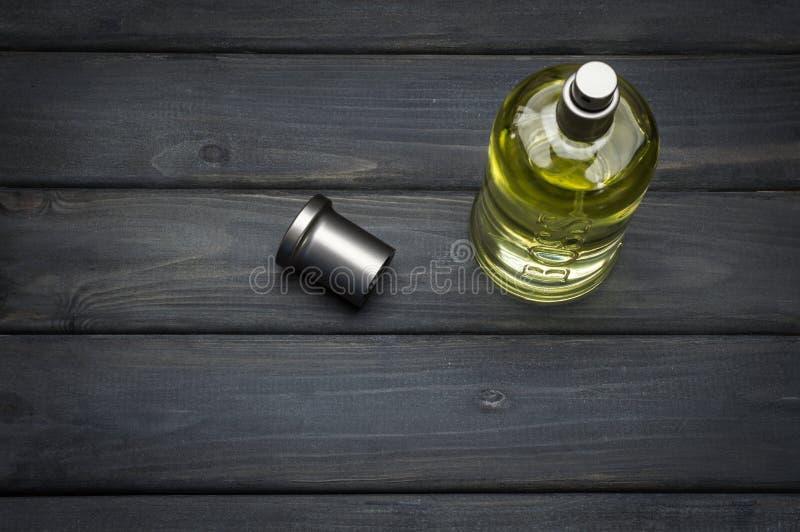 Engarrafe o pacote da fragrância cinzenta de Bottled do CHEFE para homens por Hugo Boss fotos de stock
