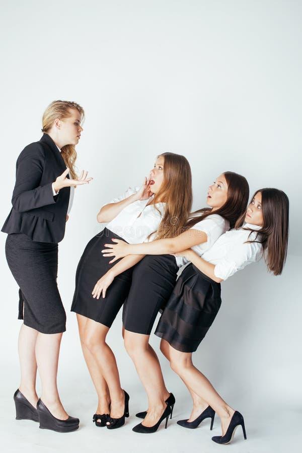 Enge damewerkgever die op witte managers schreeuwen, royalty-vrije stock afbeeldingen