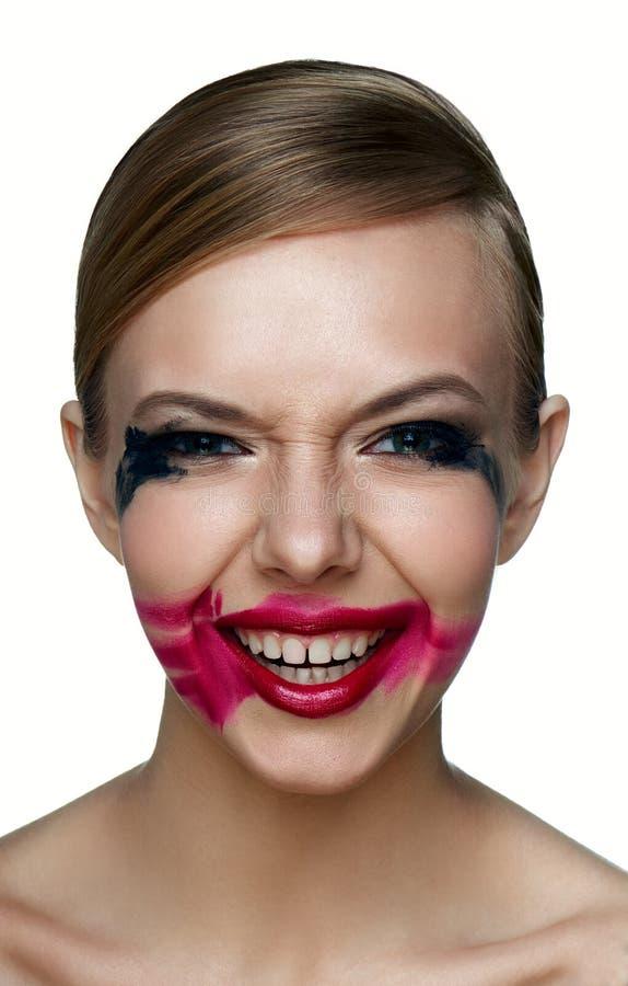 Enge lach van het Beaury de kwade Meisje Gesmeerde Mascara en Lippenstift royalty-vrije stock foto