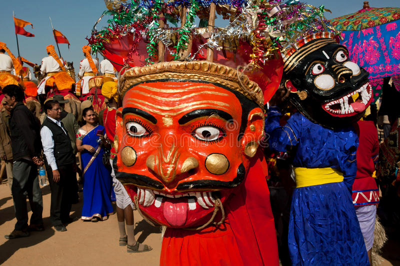 Enge maskers van de kwade karakters op Carnaval stock afbeeldingen
