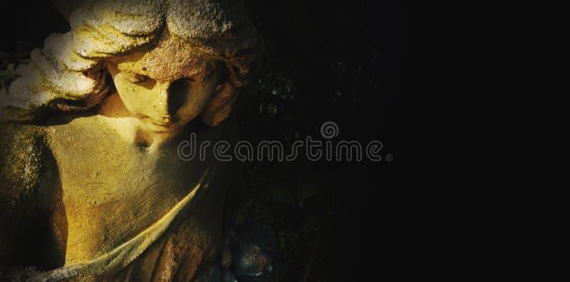 Engel als Symbol des Glaubens, der Güte und der Liebe lizenzfreie stockfotografie