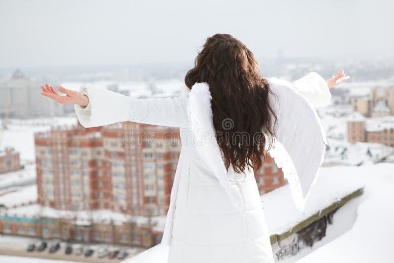 Engel auf dem Dach stockbilder
