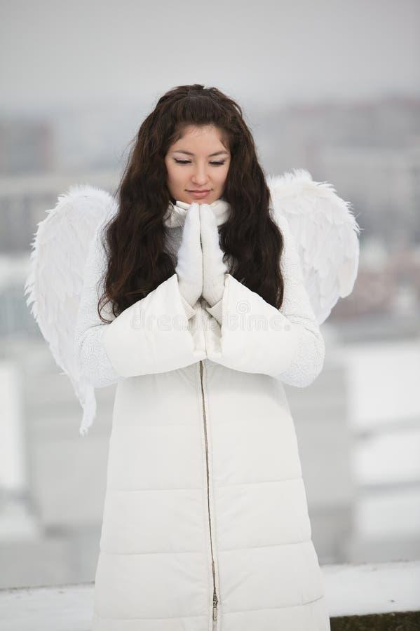 Engel auf dem Dach stockfotografie