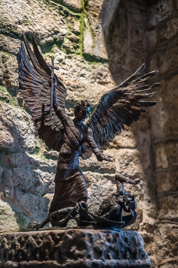 Engel, der Dämon tötet lizenzfreie stockfotografie