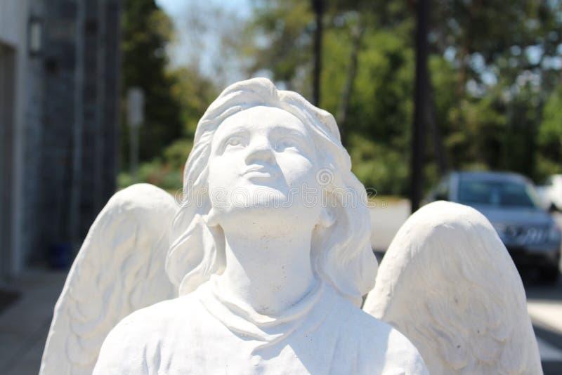 Engel, der oben schaut lizenzfreies stockbild