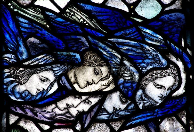 Engel, die unten vom Himmel schauen lizenzfreie stockbilder
