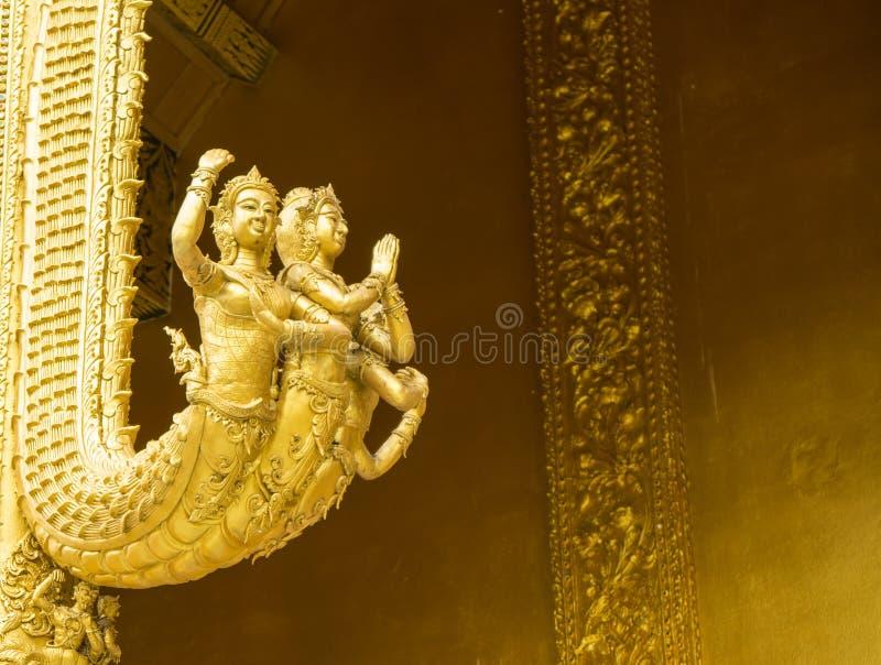 Engel geschmückt in den thailändischen Tempeln stockbild