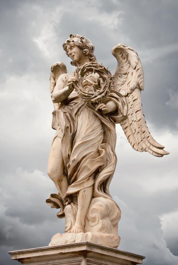 Engel mit der Dornenkronenstatue, Rom lizenzfreie stockbilder