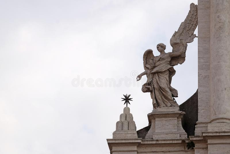 Engel op het portaal van Sant Andrea della Valle Church in Rome royalty-vrije stock afbeelding
