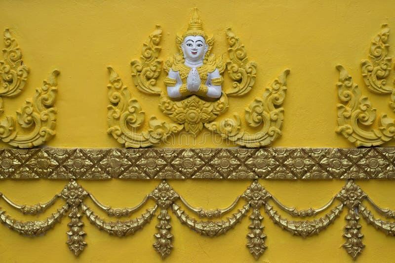 Engel op tempelmuur stock foto