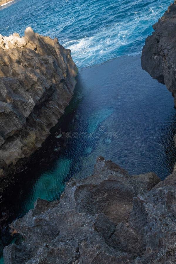 Engel ` s Billabong Strand, das natürliche Pool auf der Insel Nusa Penida stockbilder
