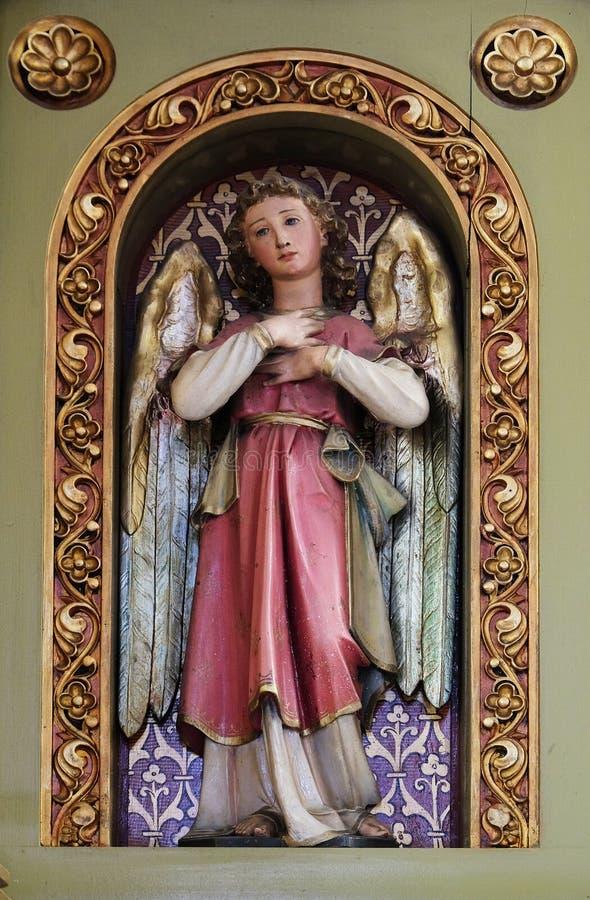 Engel, Statue auf dem Altar in der Kirche von Saint Martin in Zagreb lizenzfreie stockfotos