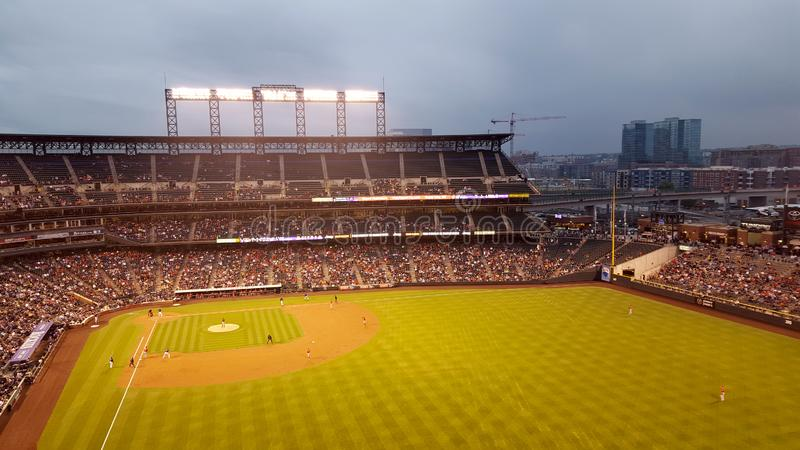 Engel vs. Baseballspiel Rockies aus dem Outfield Bleachers lizenzfreies stockfoto