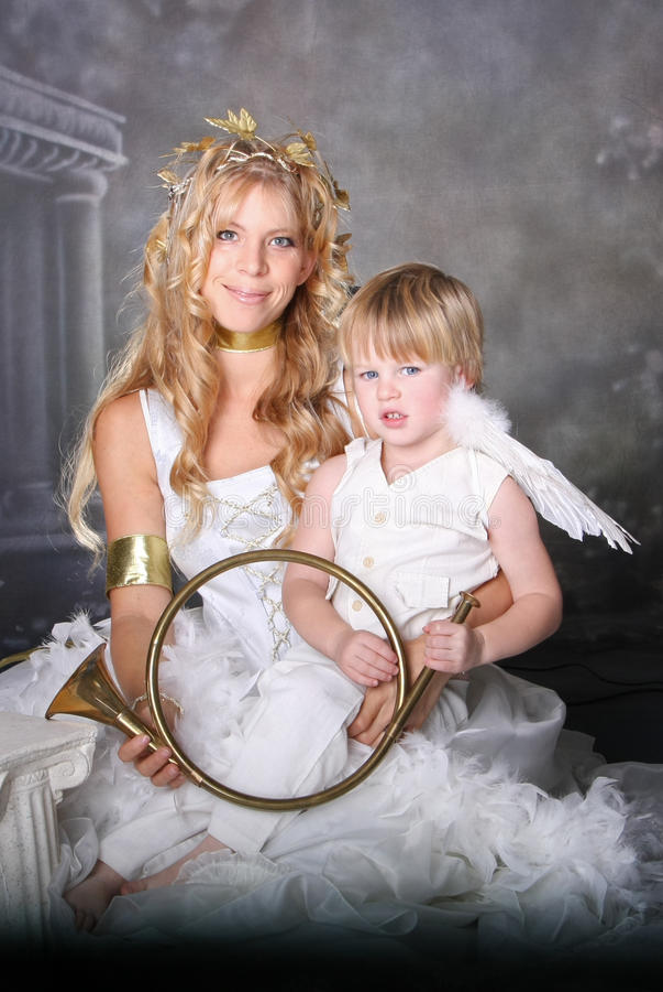 Engelachtige Moeder en Zoon royalty-vrije stock afbeelding