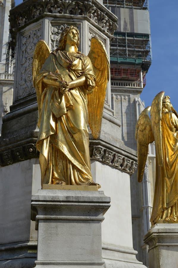 Download Engelen` s beeldhouwwerk stock afbeelding. Afbeelding bestaande uit geschiedenis - 39108067