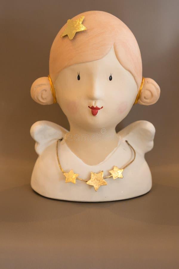 Engelenmislukking, vrouwelijke mislukking met starchain en ster op hoofd, huisdecoratie, komst, Kerstmisdecoratie, warme kleuren royalty-vrije stock afbeelding