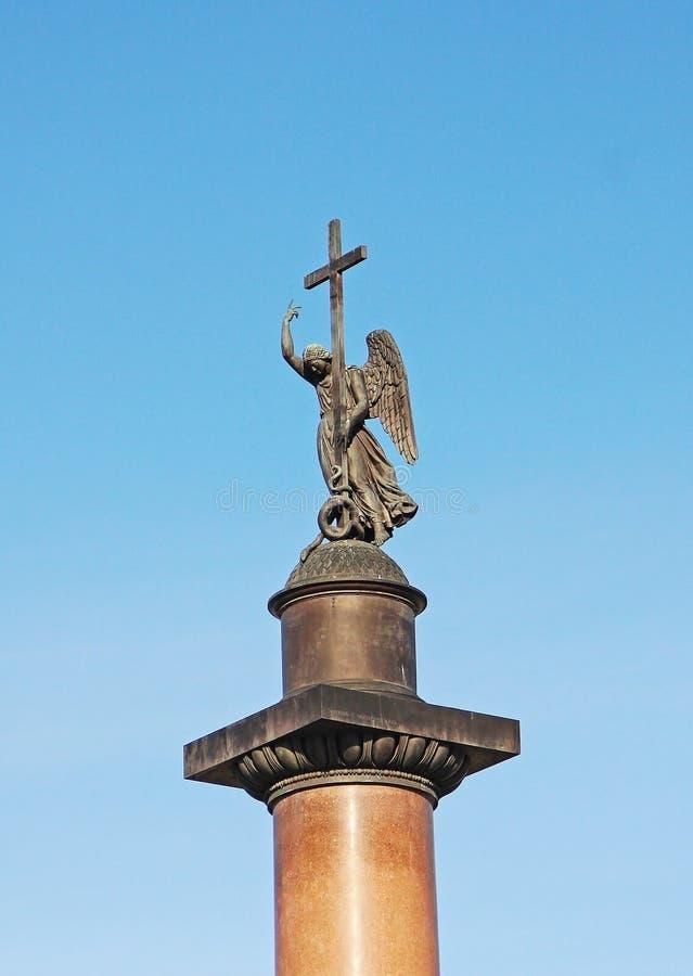 Engelenstandbeeld op de bovenkant van Alexandr Column op Paleis Vierkant St. Petersburg, Rusland - Mei 2018 stock afbeelding