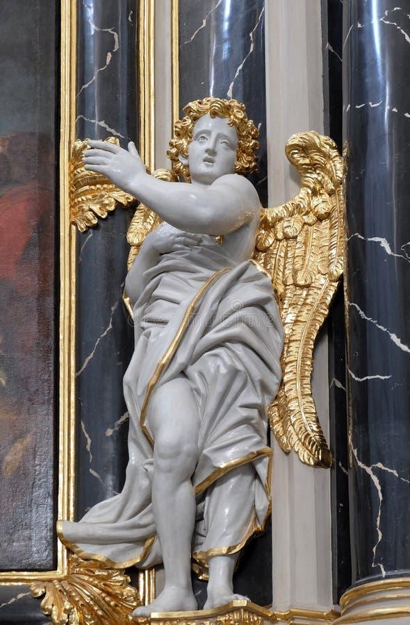 Engelenstandbeeld op het Provost?s-altaar in de Kathedraal van Wurzburg royalty-vrije stock afbeelding
