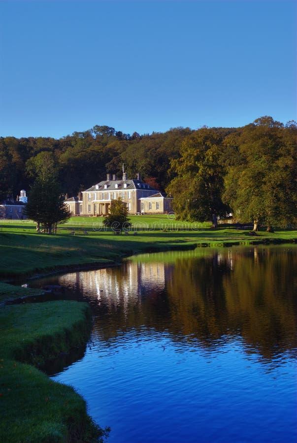 Engels Buitenhuis & Park royalty-vrije stock afbeelding