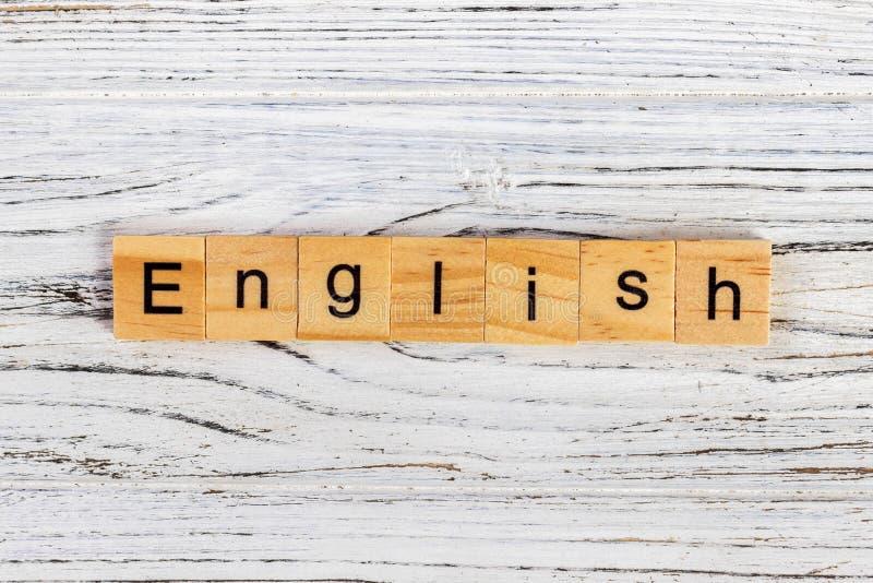 Engels die Word in Houten Kubusconcept wordt geschreven stock afbeeldingen